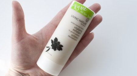 Review Living Nature vitalising exfoliant