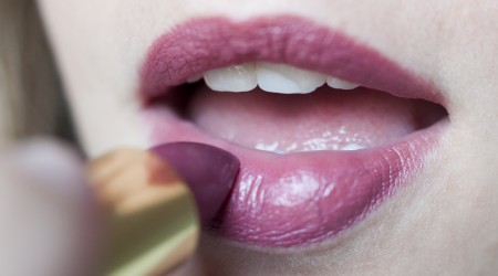 review dr hauscka lipstick 15 violet marble