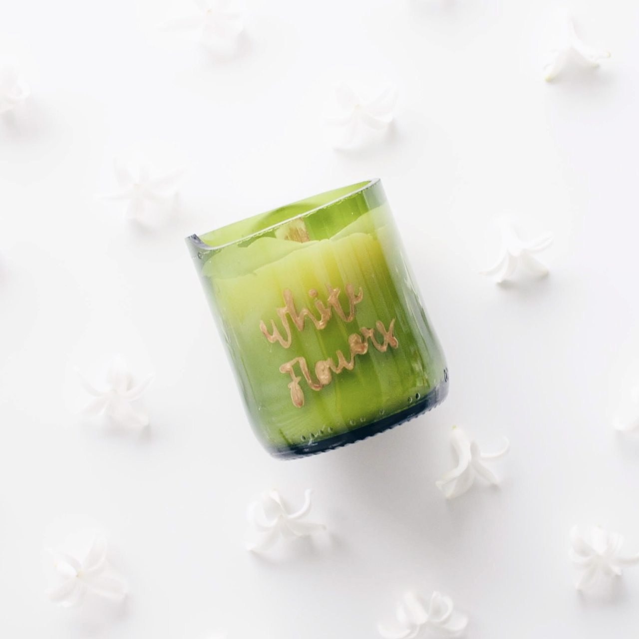 zolea scented candle white flowers
